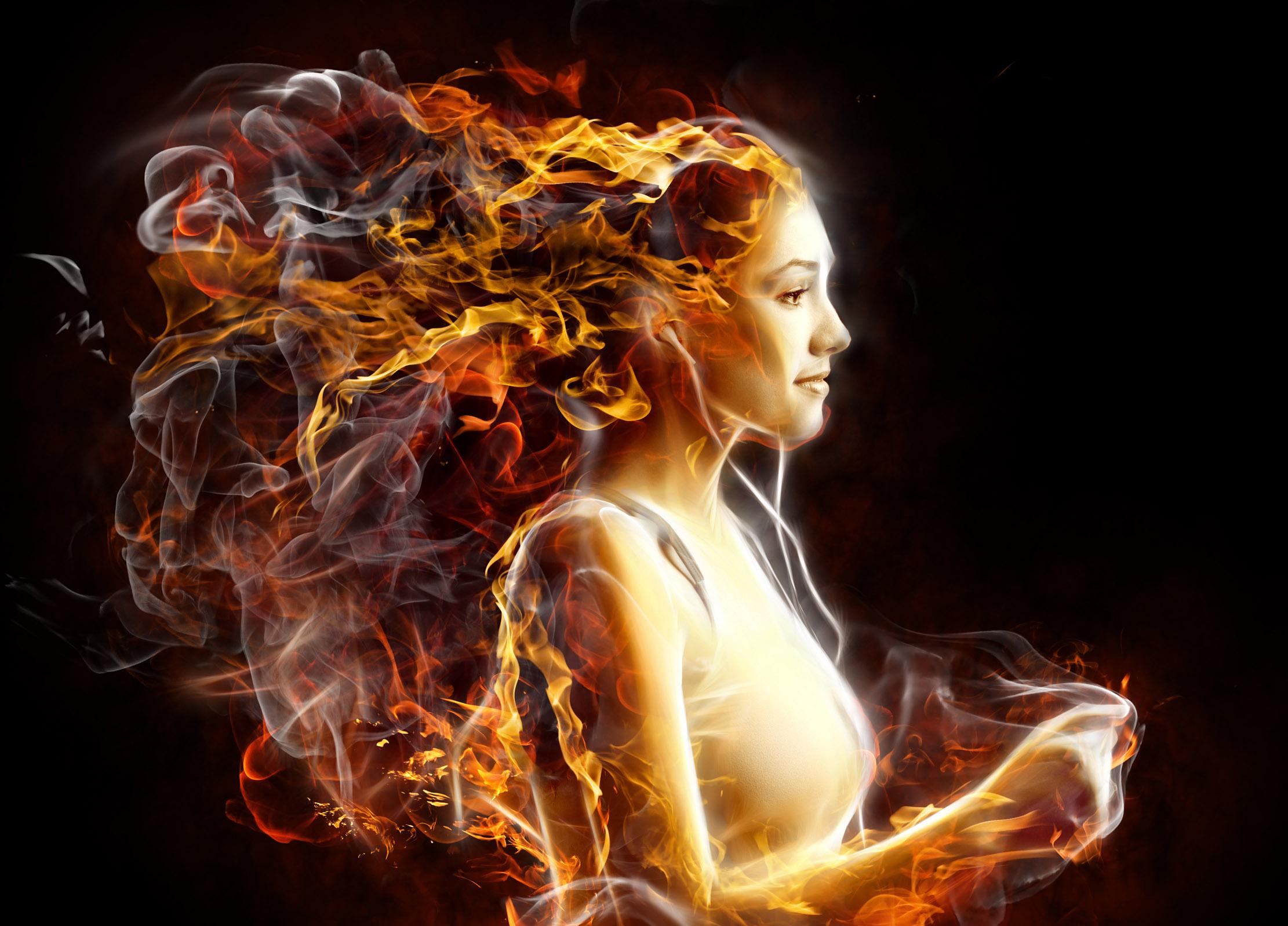 Девушка с горящим фото